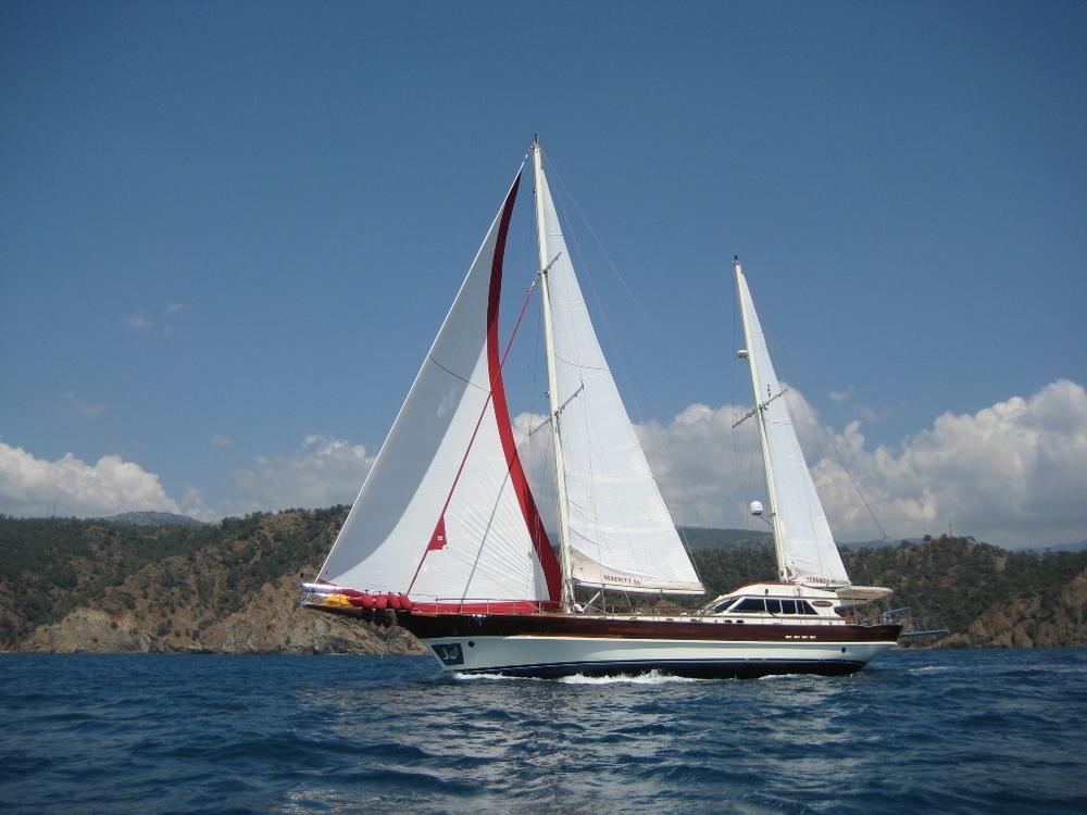 SERENITY 86 - Sailing 08.JPG