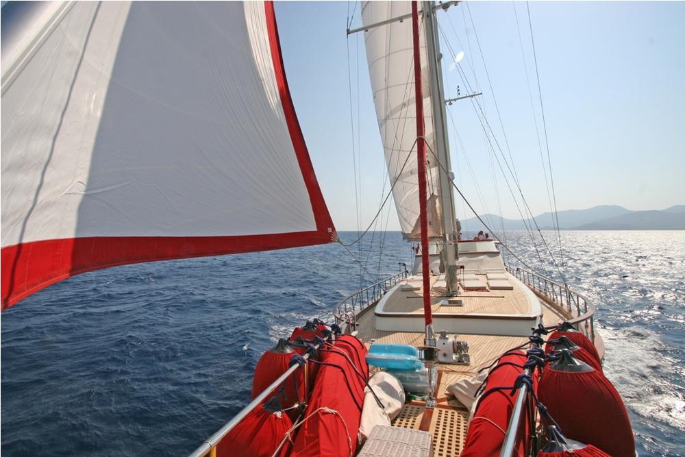 SERENITY 86 - Sailing 11.jpg