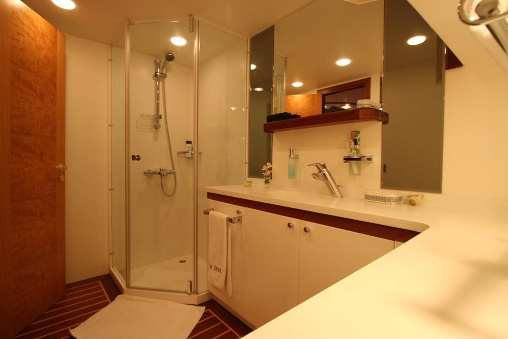 SERENITY 86 - Master Cabin Bathroom.JPG