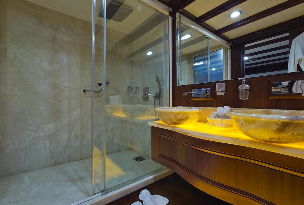 Master1-Bath-259A1302Low-k.JPG