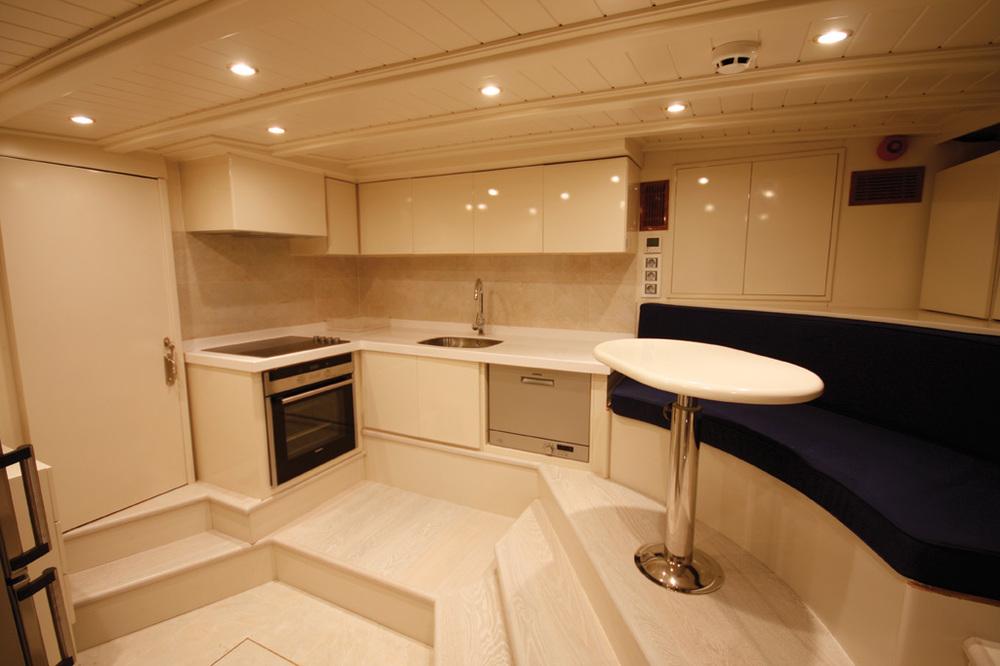 gulet-white-goose-interior (10).jpg