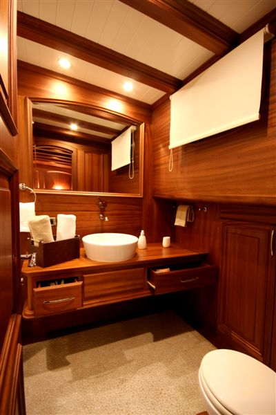 Caner IV -  double bathroom.jpg