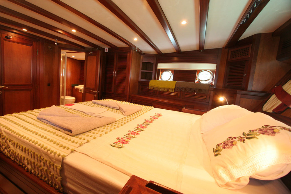 FREYA - Aft Master Cabin (2).JPG
