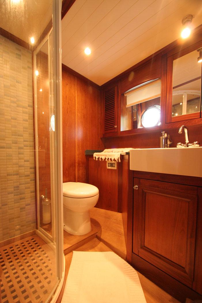 FREYA - Aft Master Cabin Bathroom (1).JPG