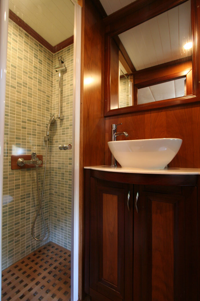 FREYA - Starboard Side Double Cabin Bathroom (1).JPG