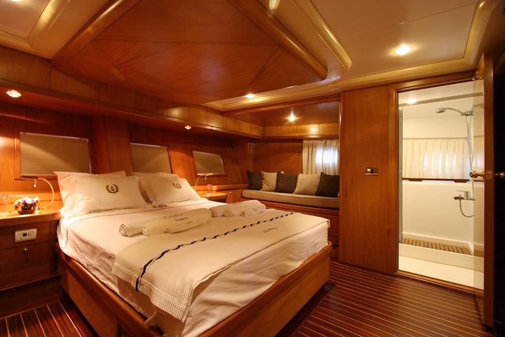 SCHATZ - Aft Master Cabin (2).JPG