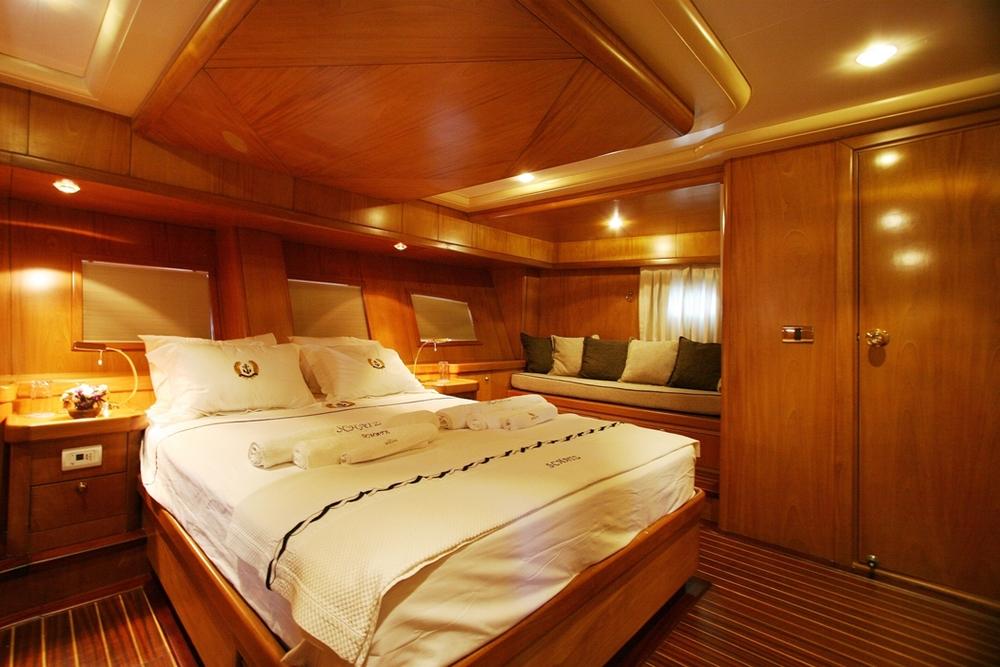 SCHATZ - Aft Master Cabin (1).JPG