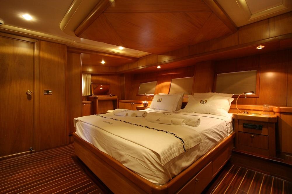 SCHATZ - Aft Master Cabin (3).JPG