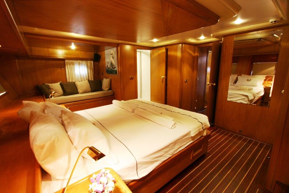 SCHATZ - Aft Master Cabin (4).JPG