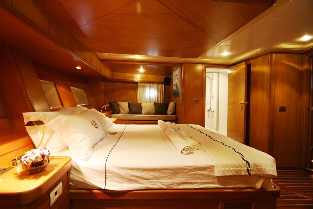 SCHATZ - Aft Master Cabin (5).JPG