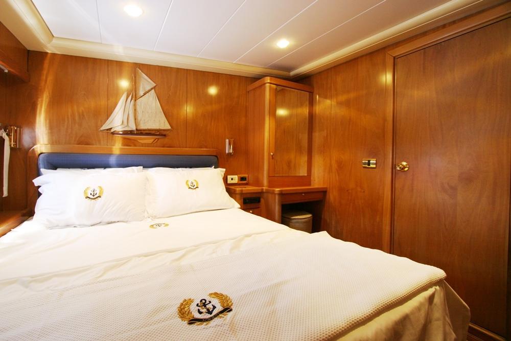 SCHATZ - Double Cabin.JPG