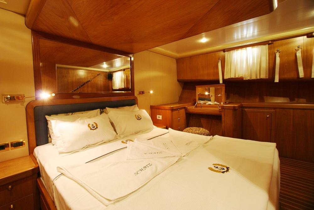 SCHATZ - Forward Master Cabin (2).JPG