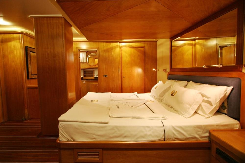 SCHATZ - Forward Master Cabin (3).JPG