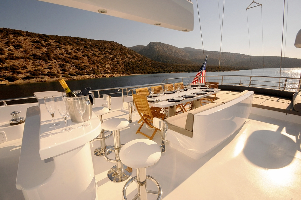 gulmaria_luxury_yacht_flybridge.jpg