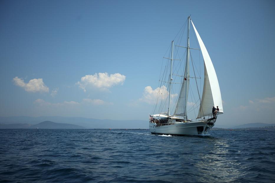 934_Under_sail_1_STBD.JPG