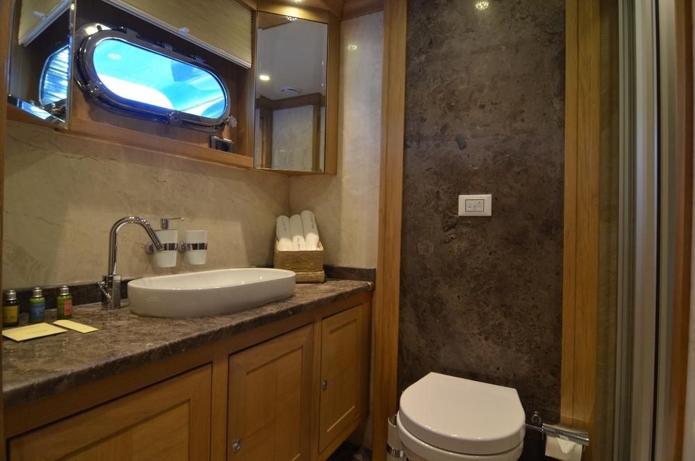 Twin Bath Room 2 (1280x848).jpg