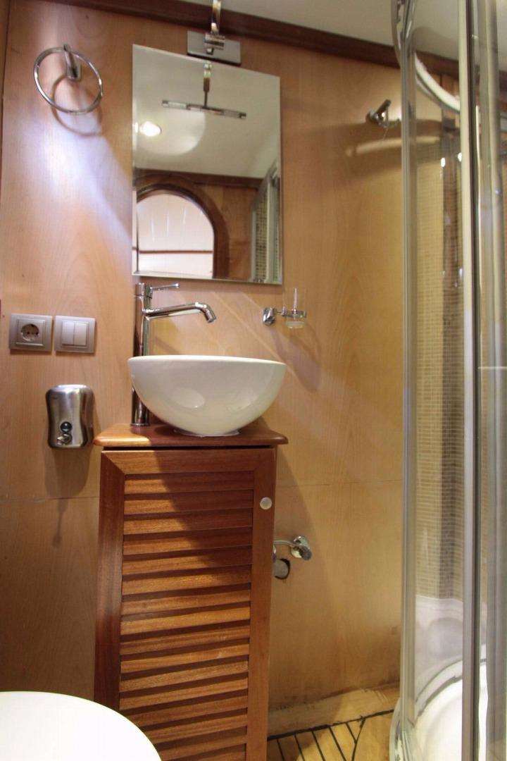 669_12-Dora Deniz Wc – Shower 01.jpg