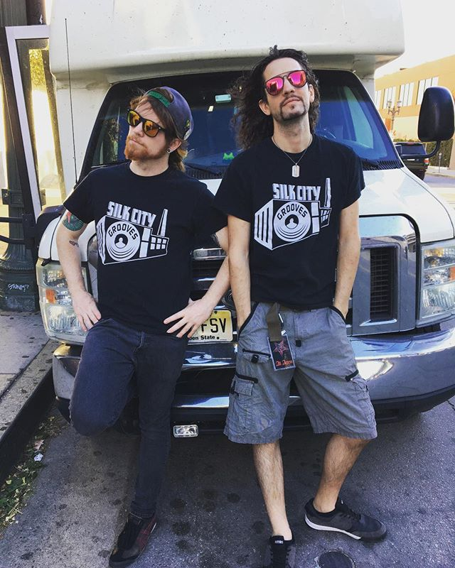 @thebillylong and @robgnarlyofficial of @echoblackmusic rockin' and reppin' SCG on Sunset Blvd 😎🤙🏻 #echoblack #friendssupportfriends #babewatch #hollywood #tour
