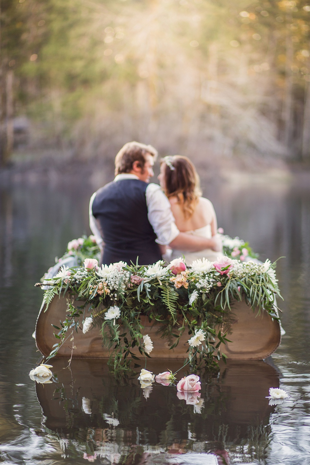 Canoe_with_flowers_wedding_photography.jpg