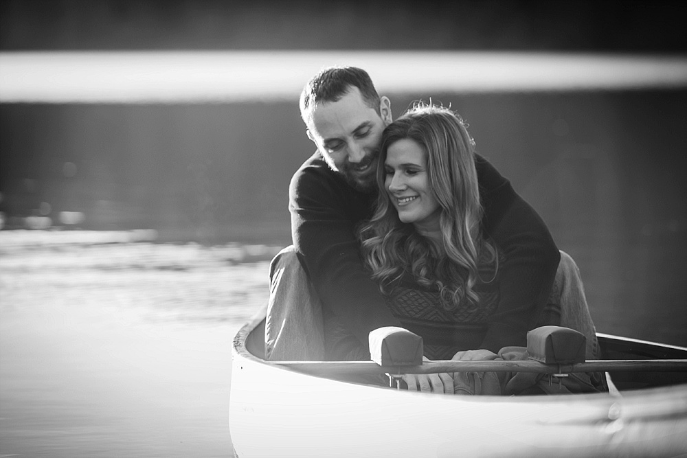 seattle_engagement_photographer_couple_in_Canoe.jpg