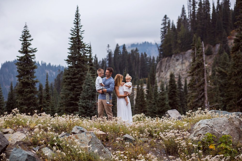 Mt_Rainier_Family_Photographer (11).jpg