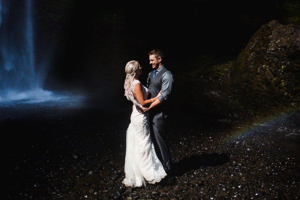 Latourell_falls_elopement_photographer (5).jpg