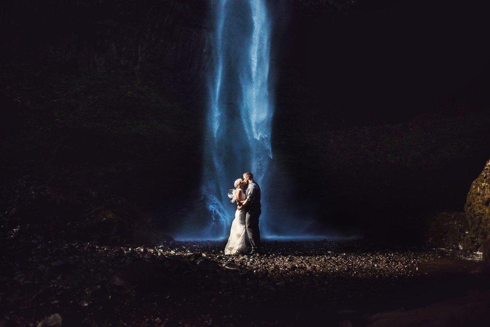 Latourell_falls_elopement_photographer (6).jpg