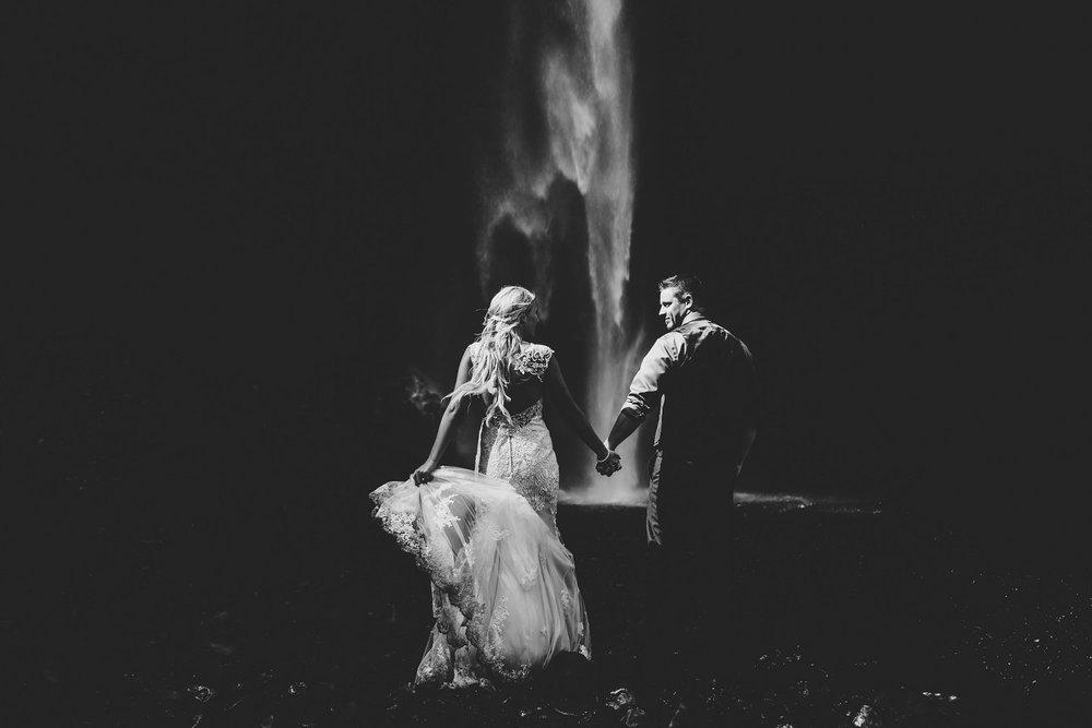 Latourell_falls_elopement_photographer (10).jpg