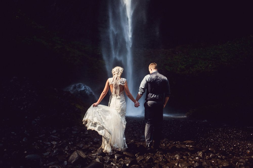 Latourell_falls_elopement_photographer (9).jpg