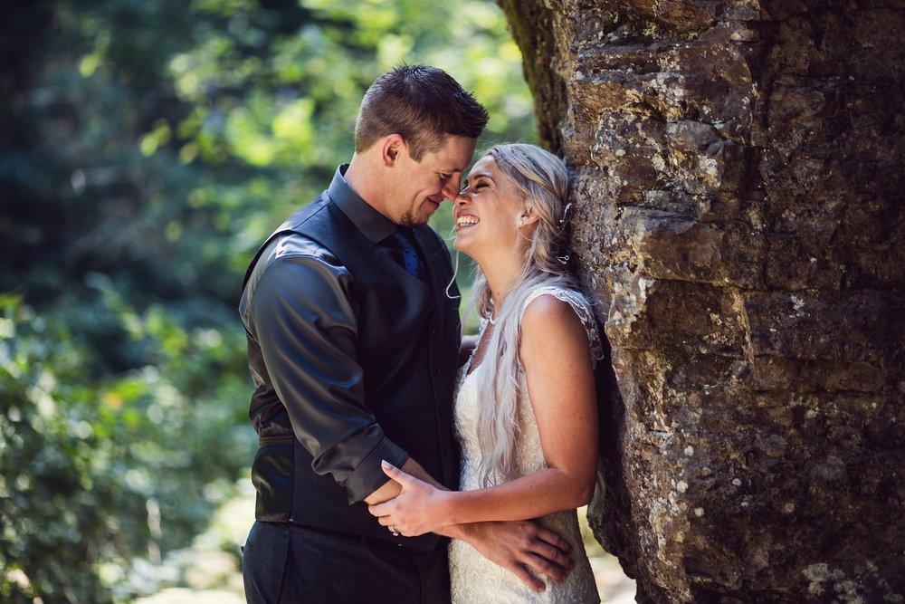 Latourell_falls_elopement_photographer (17).jpg