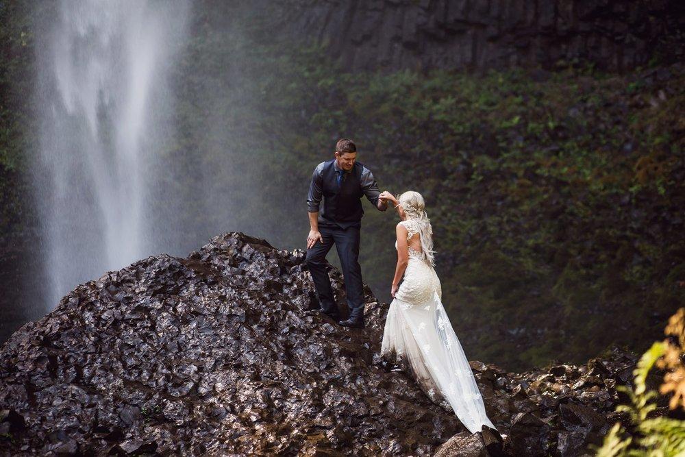 Latourell_falls_elopement_photographer (30).jpg