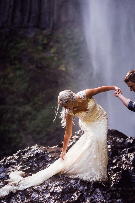 Latourell_falls_elopement_photographer (33).jpg