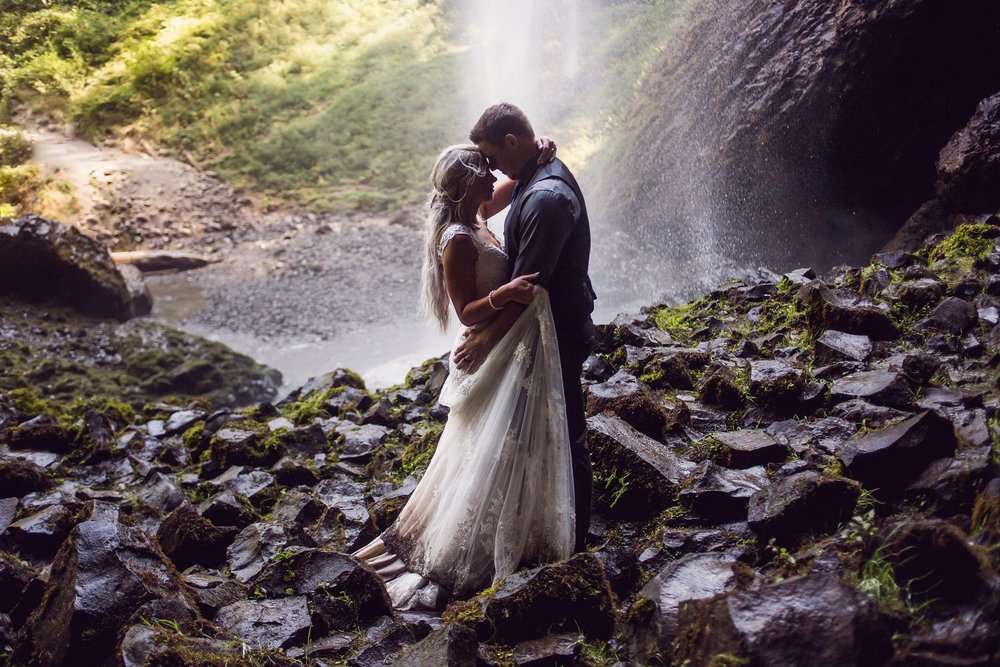 Latourell_falls_elopement_photographer (36).jpg