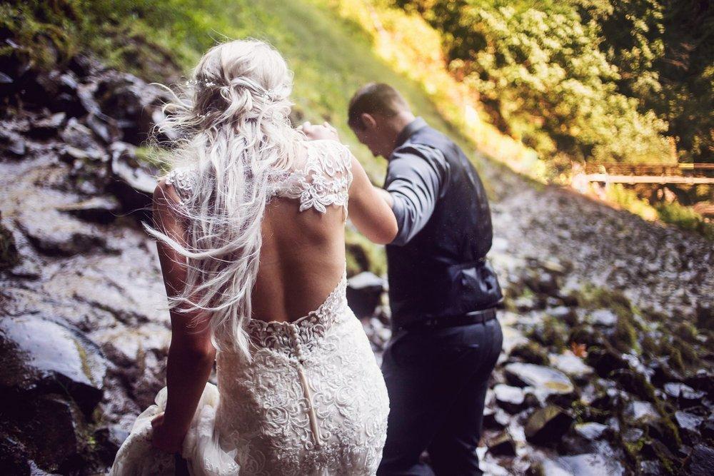 Latourell_falls_elopement_photographer (38).jpg