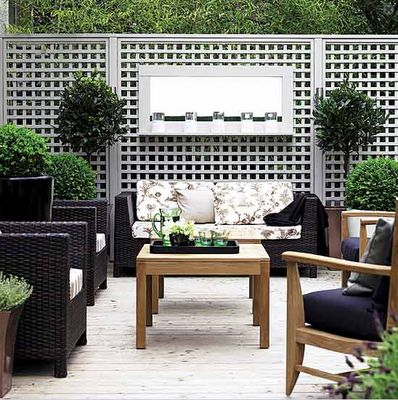Don't you just love this mix of classic teak pieces but with more modern pieces and the modern grey fence? Via Sammie Ludin on pinterest