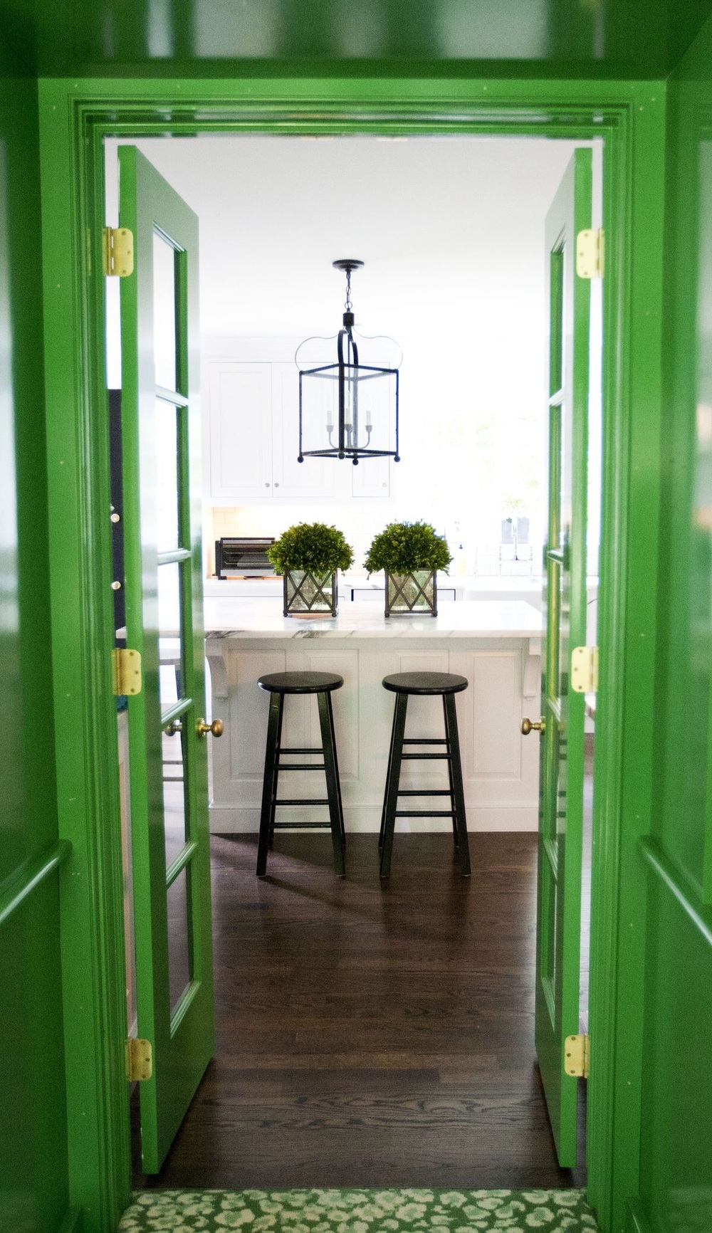 http://summerfielddesign.wordpress.com/page/3/ Green and gloss!  I'm in love!