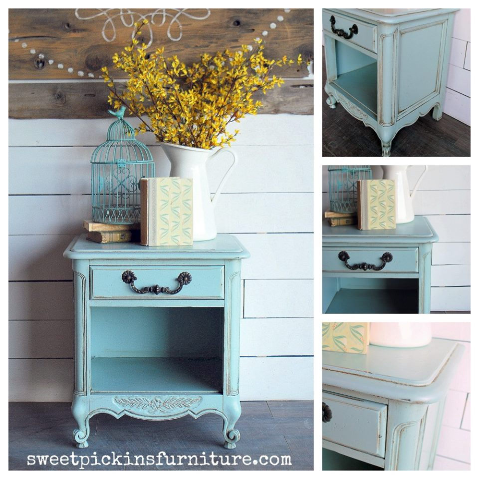 Painted by Sausha from Sweet Pickins Furniture - using Sweet Pickins milk paint, of course!