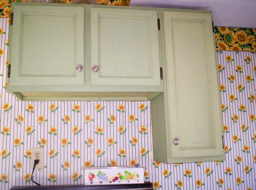 Customer project painted in Miss Mustard Seed's milk paint in lucketts green - via My Painted Door (.com)