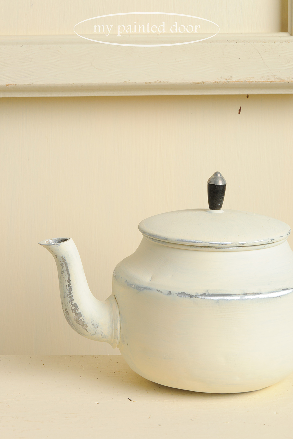 How to paint on metal with Fusion Mineral Paint - Teapot painted in Limestone.