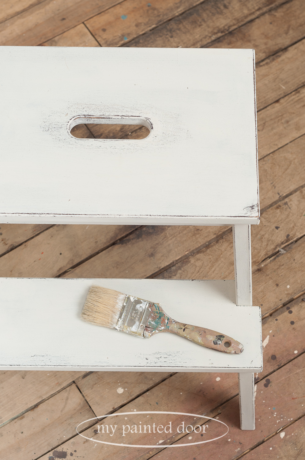 Ikea hack! Learn how to paint an Ikea stool to make it look like a farmhouse stool. Stool painted in Miss Mustard Seed's Milk Paint in the colour Farmhouse White.