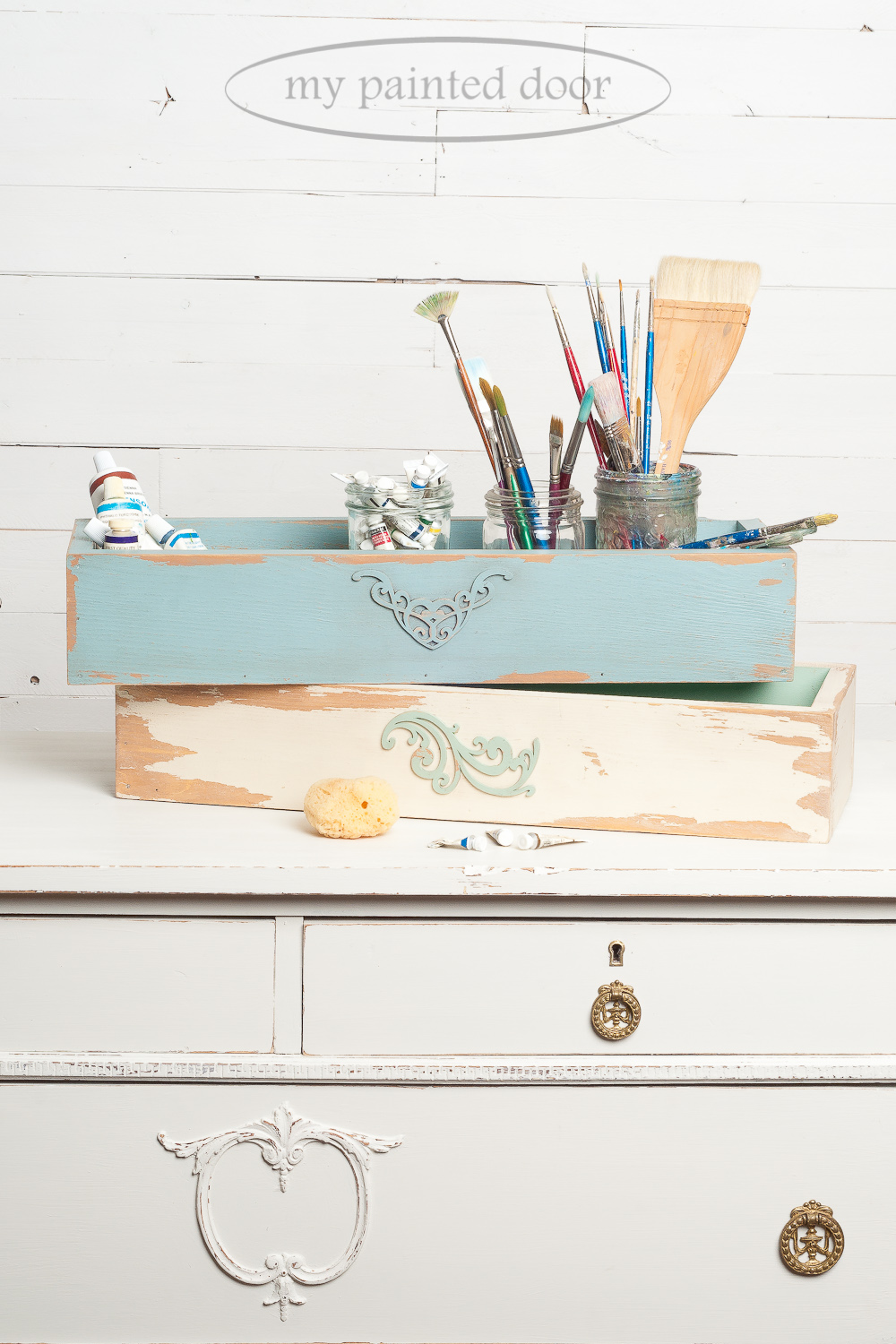 Pretty wood boxes painted in Fusion Mineral Paint and more painting workshops
