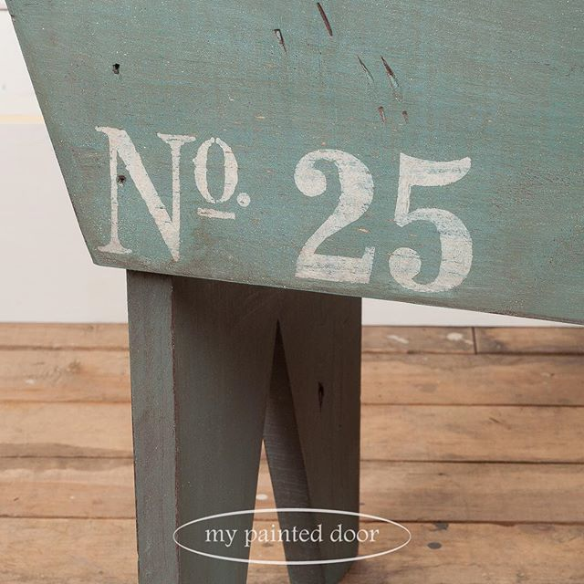 I'm a little obsessed with numbers! Love the #25 stenciled on the side of this stool.  #MMSMP #milkpaint #number #homesteadhousemilkpaint #stencil