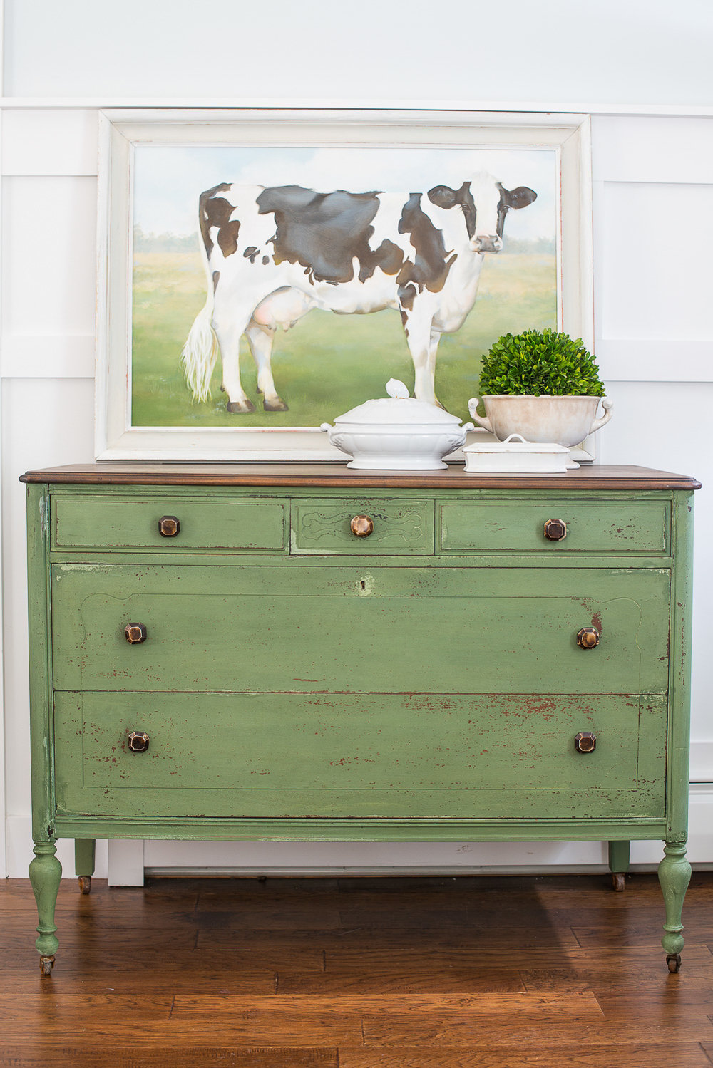 Dresser Painted in Miss Mustard Seed's Milk Paint in the Colour Boxwood