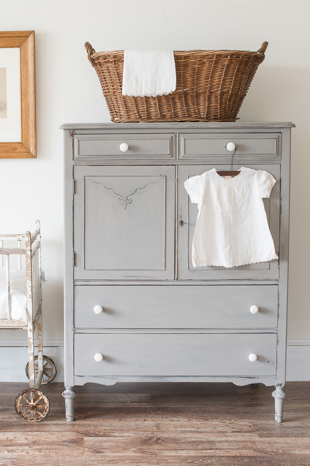 Looking for inspiration? Miss Mustard Seed has a wonderful home decorating and painting blog!