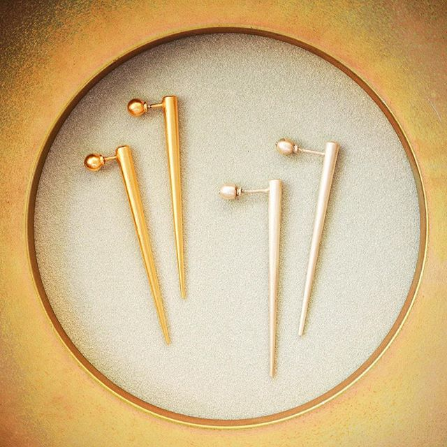 Classics 👉🏻 shop.kinsfo.lk #kinsfolk #earrings #silver #gold #jewelry #mannar
