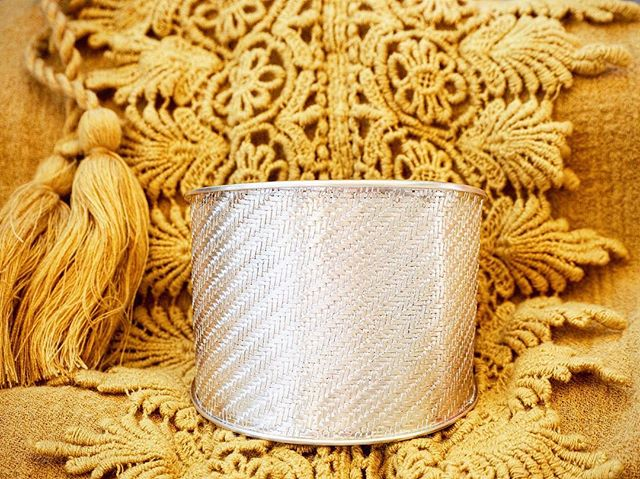 KINSFOLK statement pieces - discover our Palmyrah Cuff which is handmade out of woven stripes of sterling silver 🌿🌞 shop.kinsfo.lk  #kinsfolk #jewelry #handmade #cuff #silver #statementpiece
