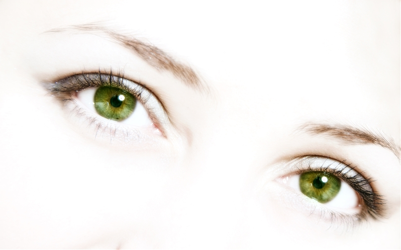 Green-Eyes-White-Background-1220390.jpg