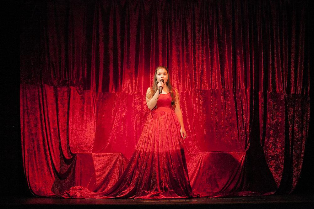 DRAMA & TEATER - Drama & Teater Højskole - Et højskoleophold for de 16-19 årigeTræd ud i rampelyset og slip din indre drama queen løs. I faget drama lærer du at bruge din krop, stemme og slippe følelserne løs. Læs mere om faget