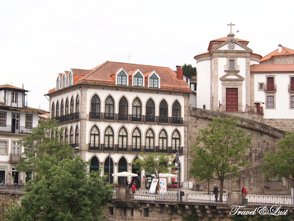 Amarante is a beautiful little city that imposes two great natural features: the great Serra do Marão rising above the city in a series of majestic landscapes and the river Tâmega.