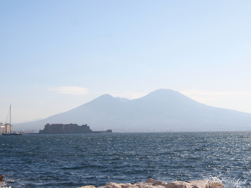 From the bay of Naples you can seeMount Vesuviuson the horizon.